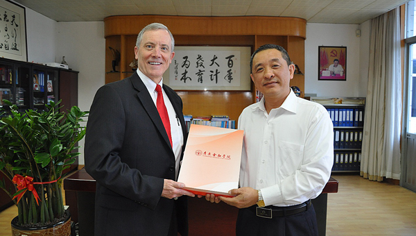 While in China, Dr. Ken Tucker (left), dean of UWA's College of Business, met with President Liu of Guangdong University of Finance.