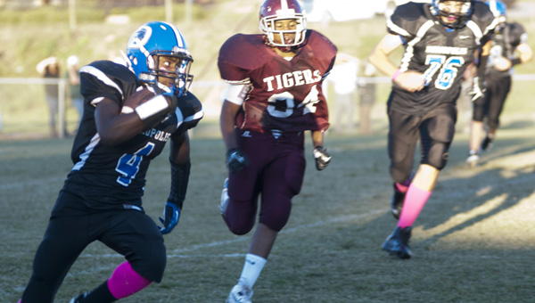 Anthony Jackson breaks a run to the outside against Thomasville.
