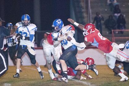 Tyler Oates runs the ball against Hillcrest.