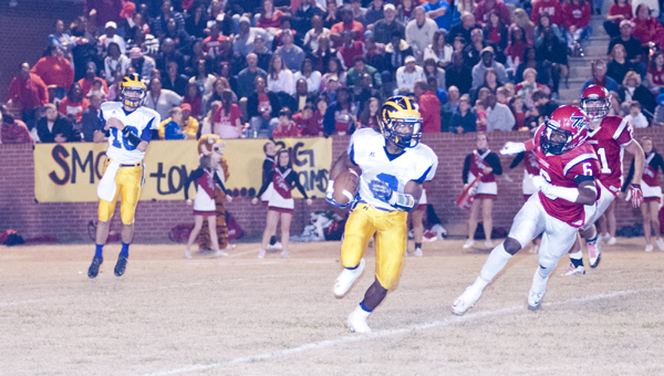 Jakoby Aldridge breaks a run to the outside. He finished the game with 335 yards and four touchdowns on 36 carries.