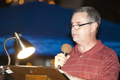 David Willis, pastor of First United Methodist Church in Demopolis, reads the Nativity story from Matthew.