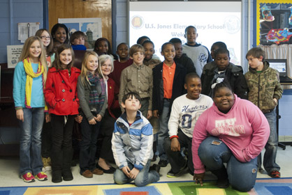 Students in Stephanie Pittman's class are shown with First Lady Dianne Bentley.