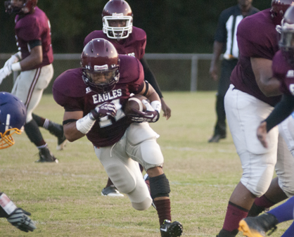 Mike Croom runs the ball for the Eagles.