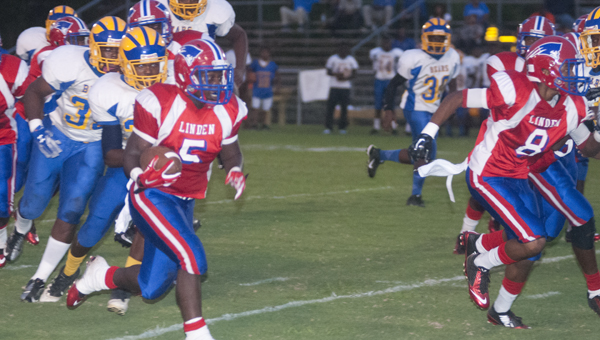 Prentiss McCuiston takes a run to the outside for Linden against Keith on Thursday. McCuiston led the way for Linden with 110 yards and two touchdowns on 10 carries.