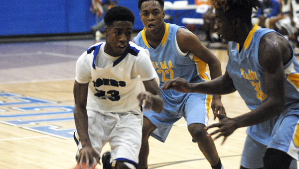 Anthony McIntosh navigates around Selma defenders in Thursday's loss to the Saints.